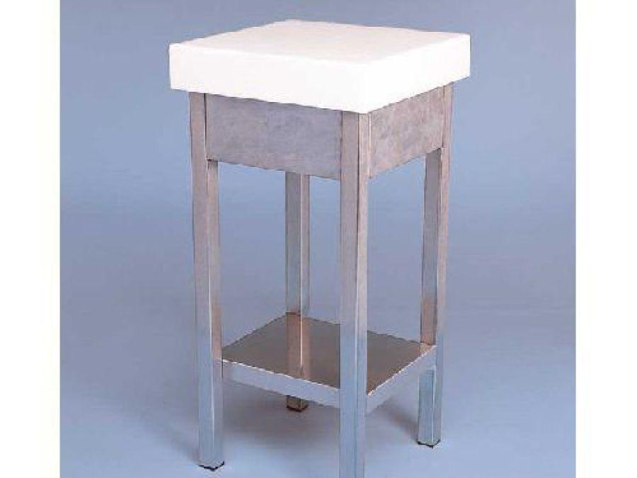 K Mesa acero inox, faldón y estante sobre de polietileno